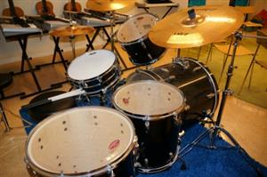 Drums, cymbols and xylophone